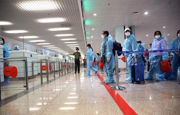Hanoi to close airport to int'l arrivals amid resurgence of COVID-19 hinh anh 1