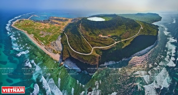 Solutions sought to promote sustainable growth of Ly Son island hinh anh 2