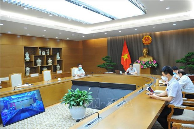 Deputy PM Dam asks for preventing pandemic from spreading to safe areas hinh anh 2