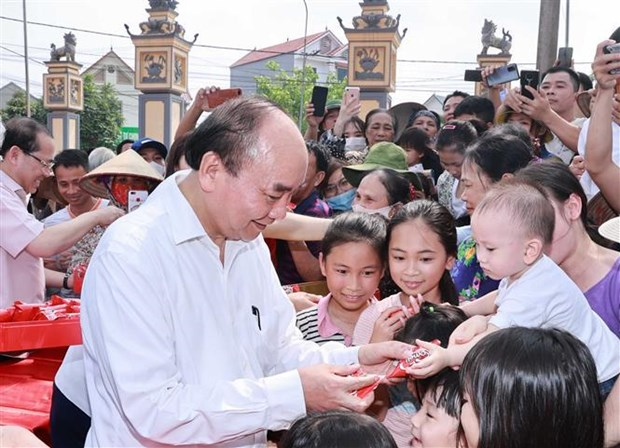 President extends greetings to kids on International Children's Day hinh anh 1