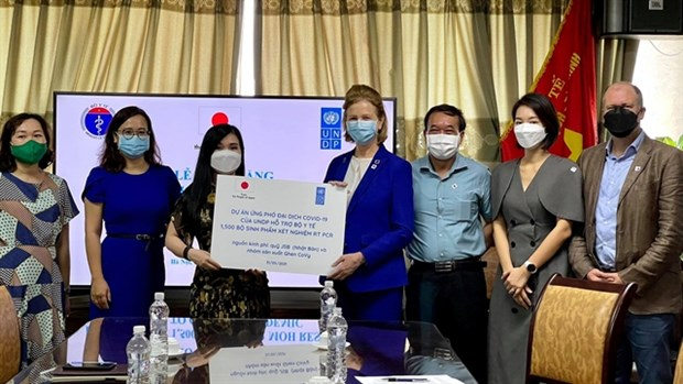UNDP presents COVID-19 test kits to Ministry of Health hinh anh 1