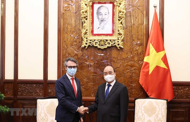 EU Ambassador willing to help Vietnam access COVID-19 vaccine sources hinh anh 1