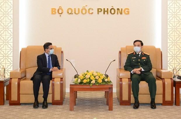 Defence Minister hosts Indian, Korean ambassadors hinh anh 1