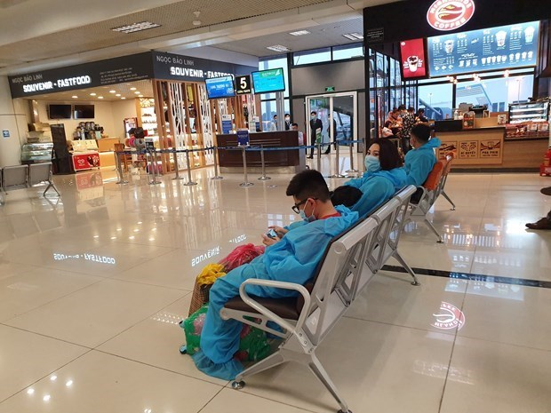 Air passengers down in first five months due to COVID-19 hinh anh 1