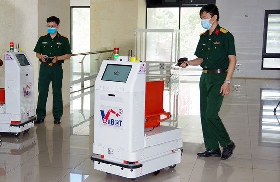 Military-developed robot sent to Bac Giang to support COVID-19 fight hinh anh 1