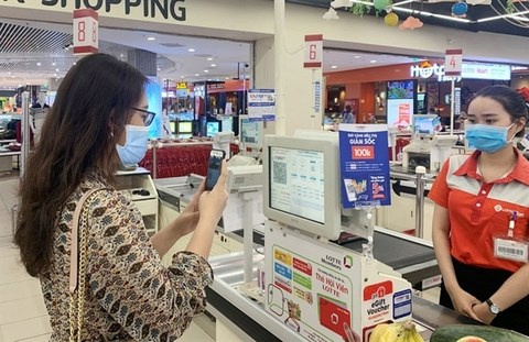 Demand for deposits soar as cashless payments become more popular hinh anh 1