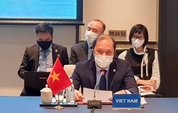 Vietnam calls for serious implementation of DOC at ASEAN-China SOM hinh anh 2