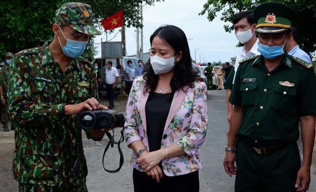 Vice President visits anti-pandemic forces in An Giang hinh anh 1