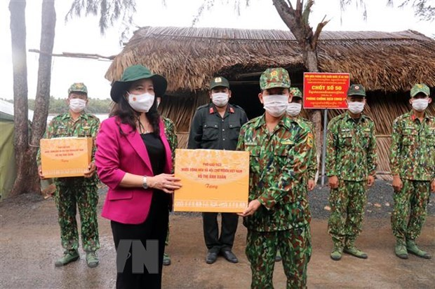 Vice State President visits COVID-19 control forces along southwestern border hinh anh 1