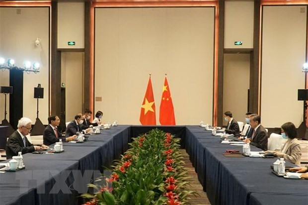 Vietnamese, Chinese Foreign Ministers hold talks hinh anh 2