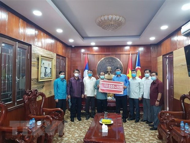 Laos joins hands with Vietnam to fight COVID-19 hinh anh 1