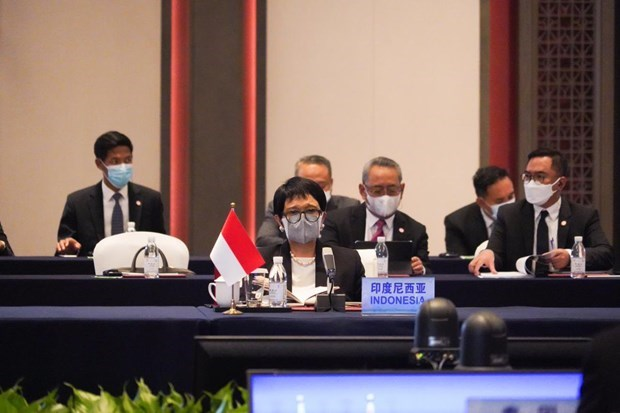 Indonesia calls on ASEAN, China to resume COC talks hinh anh 1
