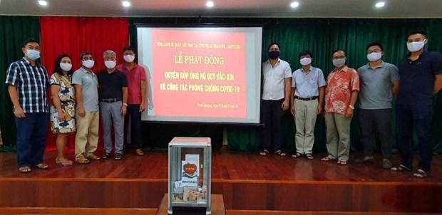 Vietnamese in Cambodia donate to COVID-19 vaccine fund hinh anh 1