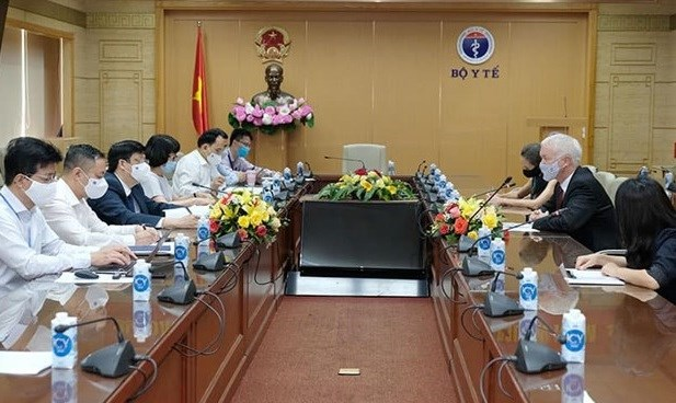 Vietnam hopes for more foreign support in accessing COVID-19 vaccines hinh anh 1