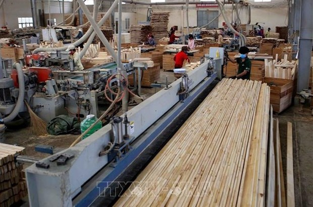 Wood exports hit record high despite COVID-19 in five months hinh anh 1