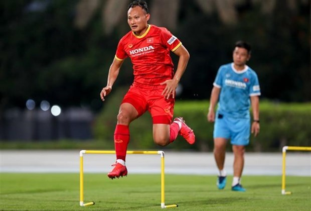 Int'l football body highlights veteran midfielder's role in World Cup qualifiers hinh anh 1