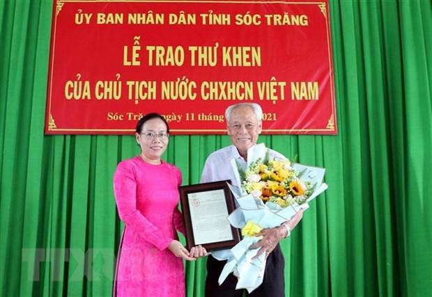 President praises elderly man for charitable activities hinh anh 1