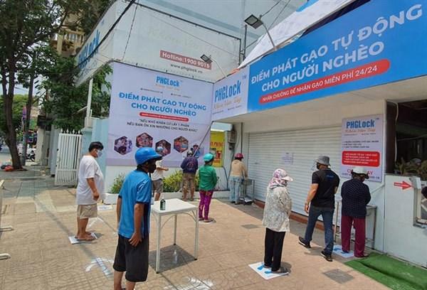 HCM City seeks ways to help laid-off workers, poor people survive pandemic hinh anh 1