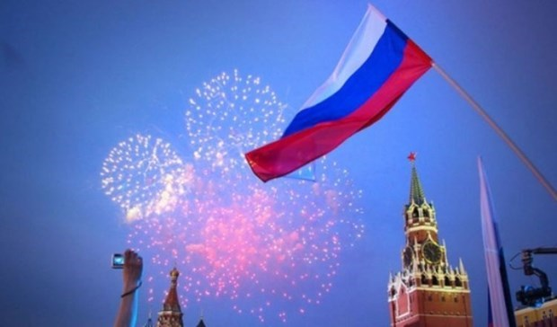Leaders extend congratulations on Russia Day hinh anh 1