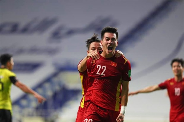 Vietnam win 2-1 victory over Malaysia, taking huge step to World Cup qualification's third round hinh anh 1