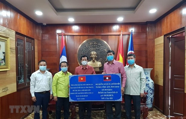 Lao provinces join hands with Vietnam to fight COVID-19 hinh anh 1