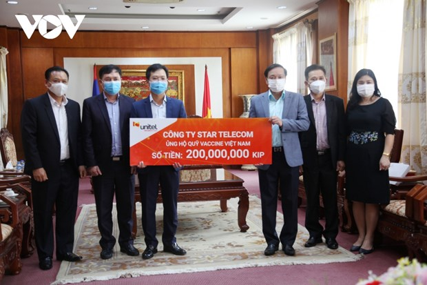Vietnamese-Lao joint venture contributes to national vaccine fund hinh anh 1