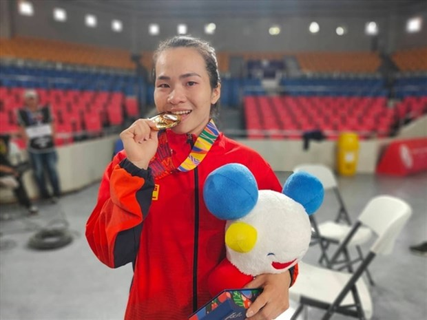 Three Vietnamese weightlifters to compete in Olympics hinh anh 1