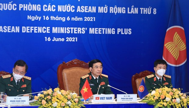 Vietnam attends 8th ASEAN Defence Ministers' Meeting Plus hinh anh 1