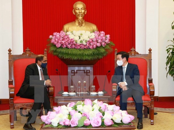 Vietnam attaches importance to cooperation with Singapore hinh anh 1