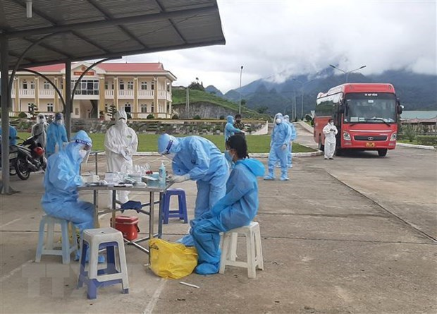 Vietnam likely to overcome current COVID-19 outbreaks: The Diplomat hinh anh 1