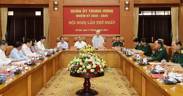 Party chief chairs first meeting of 2020-2025 Central Military Commission hinh anh 1