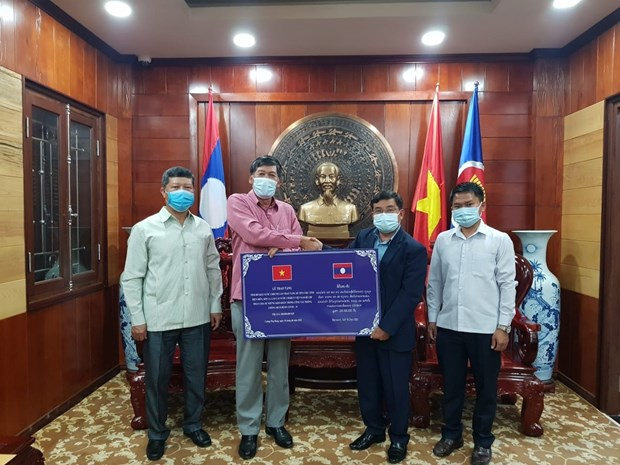 Lao province supports Vietnam to fight COVID-19 hinh anh 1