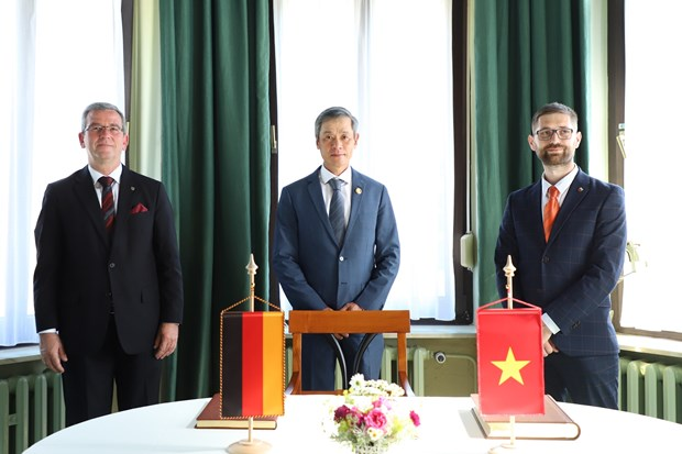 Vietnam promotes cooperation in health care with Germany hinh anh 2