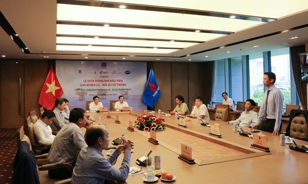 PetroVietnam receives first flow of gas of Su Tu Trang oil field in phase 2A hinh anh 1