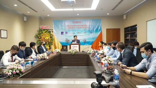 PetroVietnam receives first flow of gas of Su Tu Trang oil field in phase 2A hinh anh 3