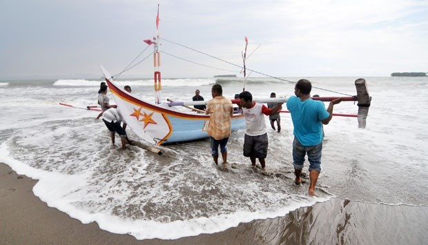 Indonesia reports 83 missing fishermen in six months hinh anh 1