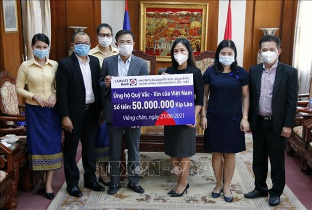 Vietnamese overseas in Laos contribute to COVID-19 vaccine fund hinh anh 1