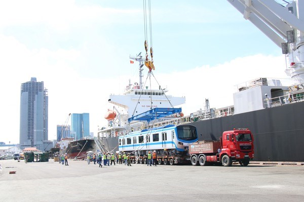 HCM City receives two more trains of Metro Line No.1 hinh anh 1
