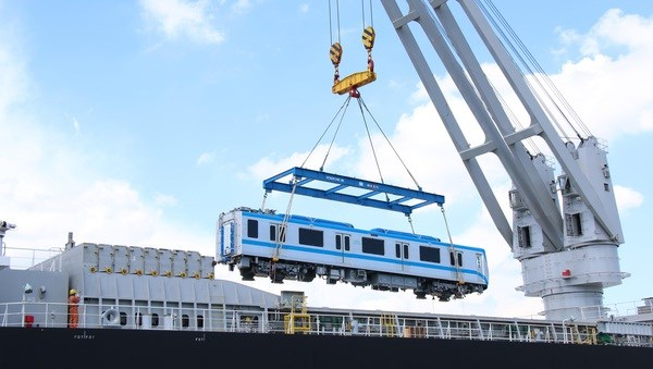 HCM City receives two more trains of Metro Line No.1 hinh anh 2