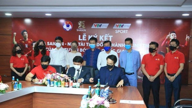 SABECO to sponsor national football teams for one year hinh anh 1