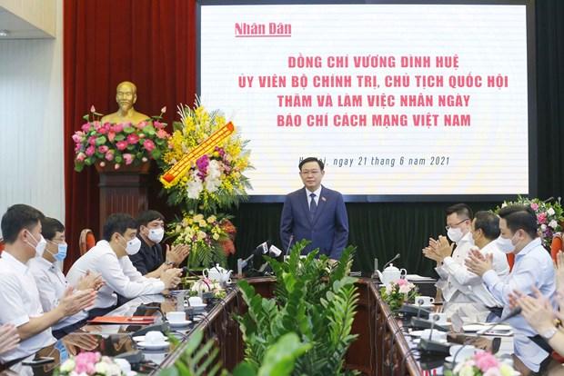 Top legislator visits news outlets on Revolutionary Press Day hinh anh 2