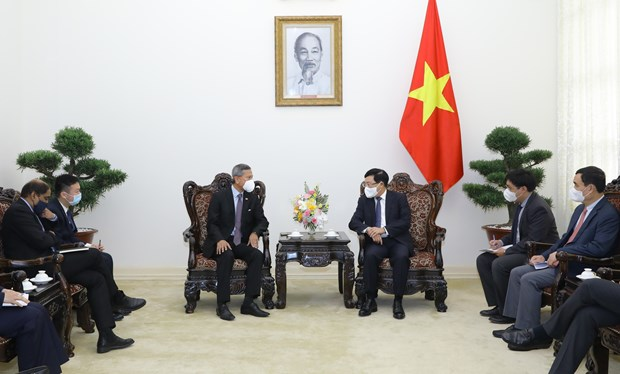 Deputy PM Pham Binh Minh receives visiting Singaporean Foreign Minister hinh anh 1