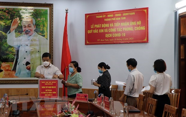 National COVID-19 vaccine fund receives over 321 mln USD hinh anh 1