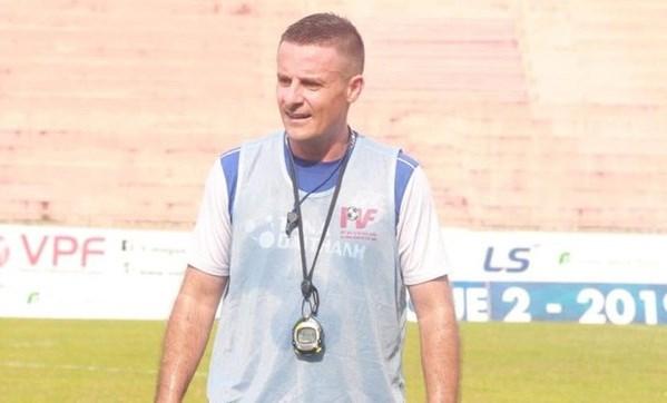 Vietnamese football has new fitness coach hinh anh 1