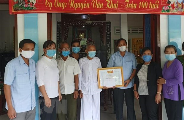 More donors contribute to national COVID-19 vaccine fund hinh anh 1
