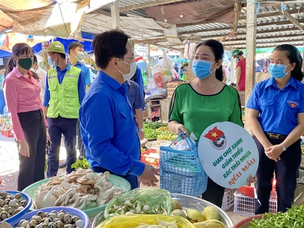 HCM City seeks to reduce plastic waste hinh anh 1