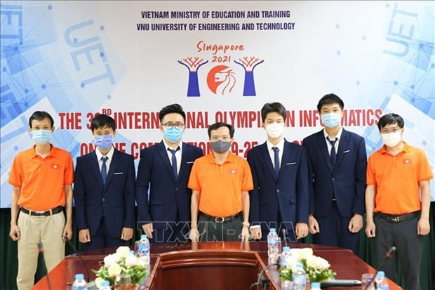 All four Vietnamese students win silver at Int'l informatics Olympiad hinh anh 1
