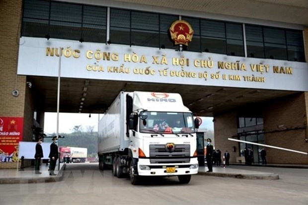Import-export value via Lao Cai int'l border gate surges neatly 42 pct in H1 hinh anh 1