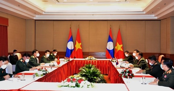 Vietnam, Laos seek to further strengthen defence cooperation hinh anh 1