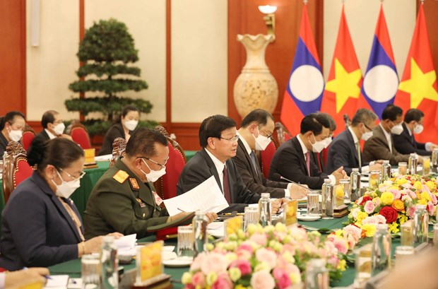 Top leaders of Vietnam, Laos vow to beef up special ties hinh anh 2
